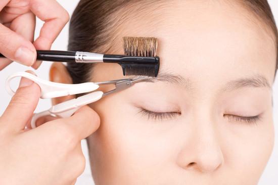 眉毛とすね毛のムダ毛処理/美容皮膚科医がすすめる肌にとってやさしい除毛法
